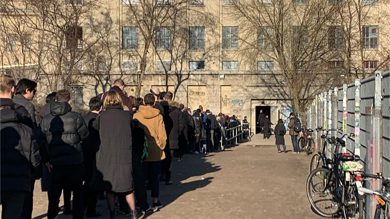 Berghain in Friedrichshain: Hier steht man auch tagsüber Schlange