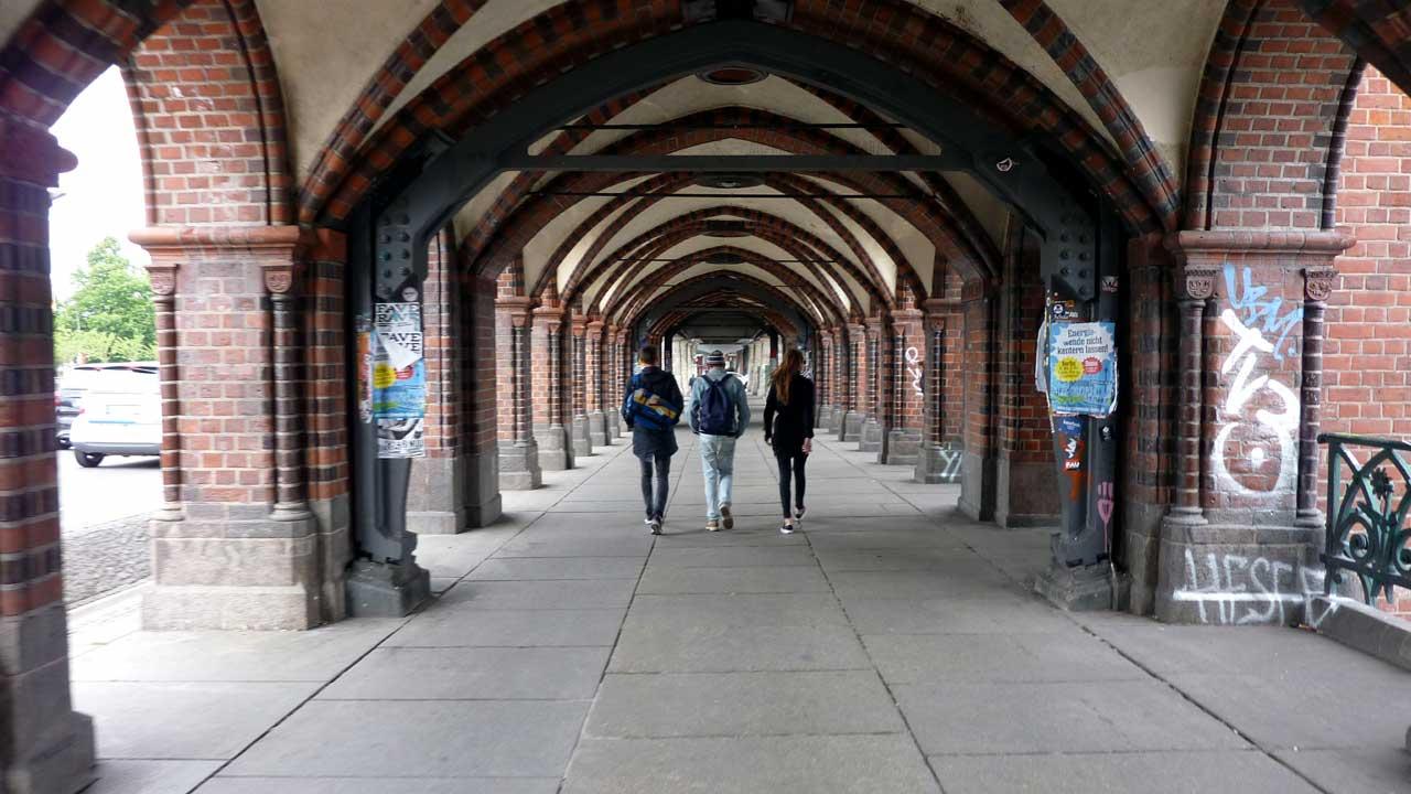 Friedrichshain: Unter dem Viadukt der Oberbaumbrücke